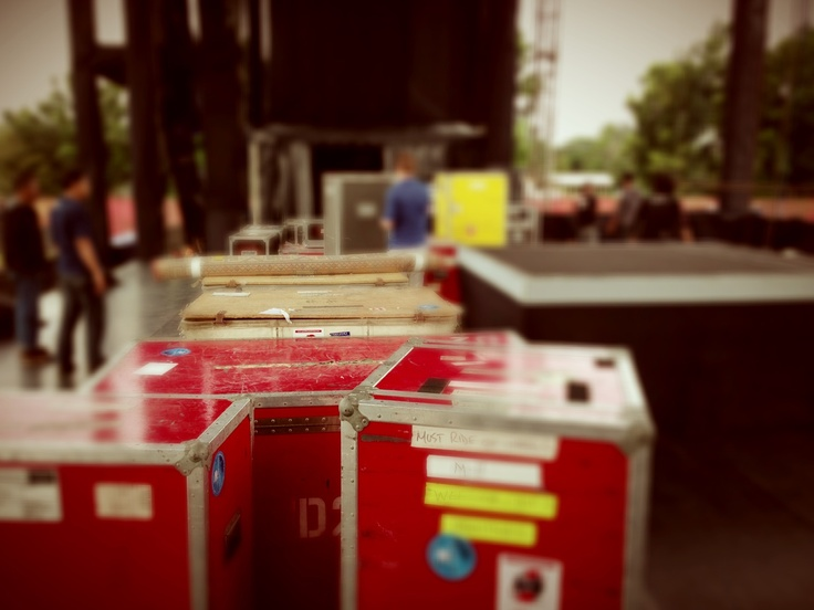 Load in, show is on!!
