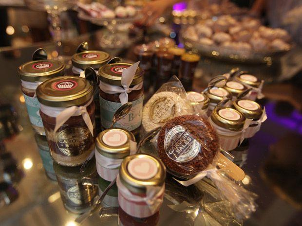 Lembrancinha de casamento: levar os doces da festa para casa é tendência - Notícias - Noivas GNT