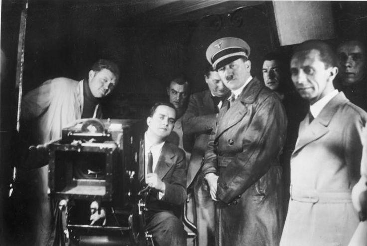 Besuch von Adolf Hitler und Joseph Goebbels bei der UFA - 04/Janeiro/1935.