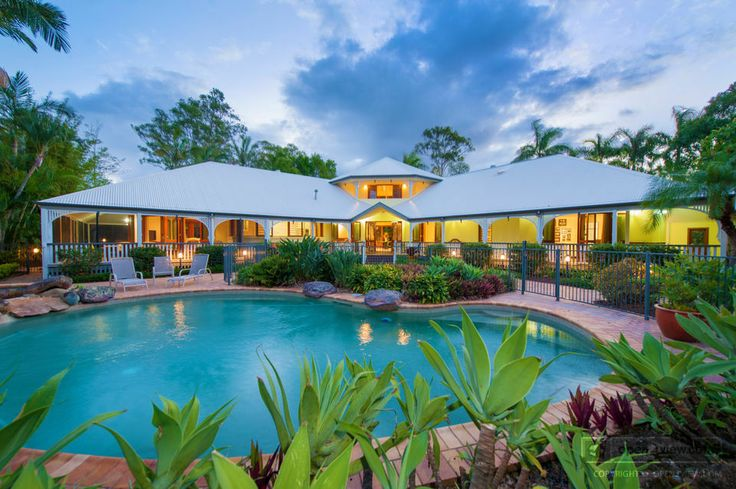 Iconic Queenslander in the Heart of the Cove