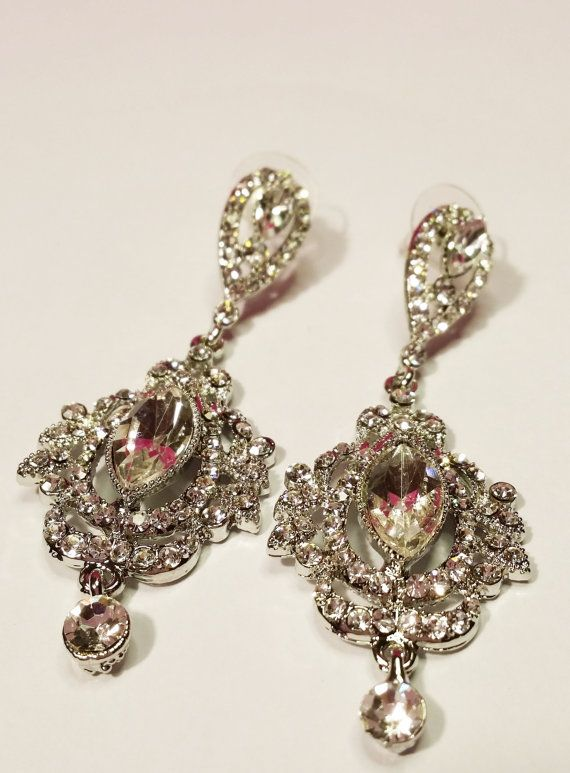 Victorian Chandelier Bridal Earrings Vintage Style by BYTWINS, €31.00