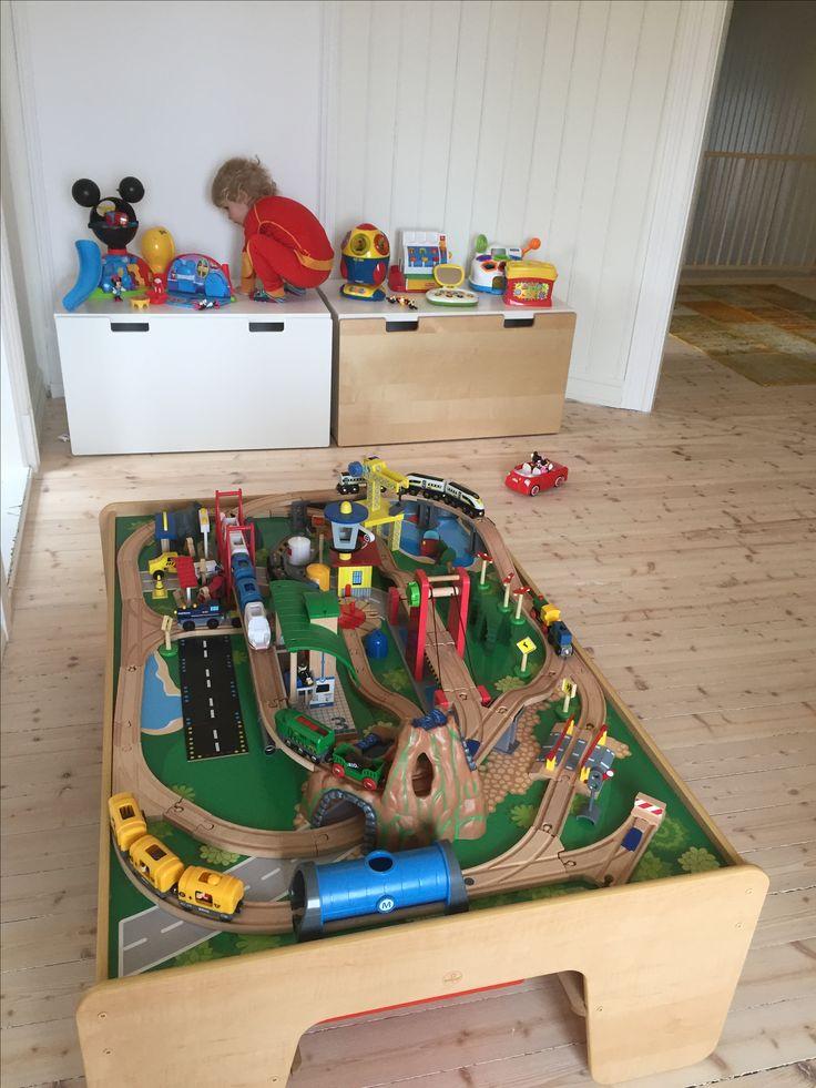 Kids playarea. Traintable 🚂