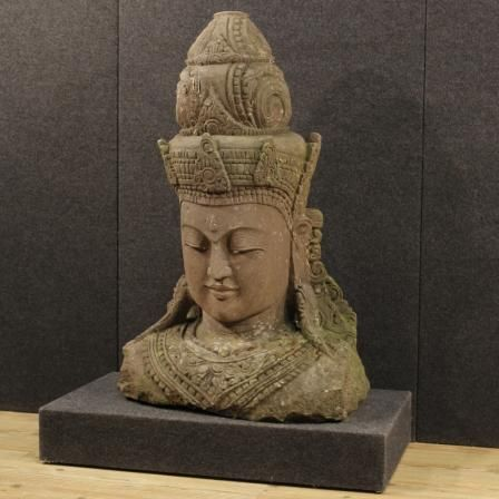 3500€ Sculpture in stone representing Oriental deity. Visit our website www.parino.it #antiques #antiquariato #art #antiquities #antiquario #sculpture #statue #decorative #interiordesign #homedecoration #antiqueshop #antiquestore #wood #statue  #stone #deity #bust