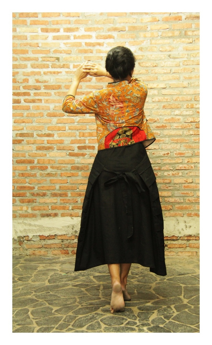 batik amarillis's empress new skirt & androgyny jacket  available at  www.batikamarillis-shop.com