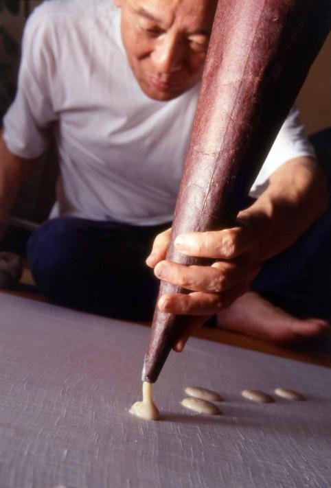 Sachio Yoshioka using the technique Tsutsugaki (rice resist dyeing)