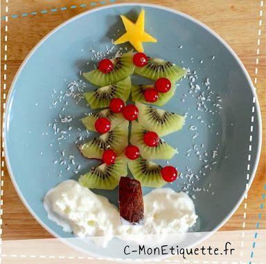 Le sapin :  : kiwi, groseilles, mangue, noix de coco en morceaux (tronc) et râpée (flocons), chantilly !