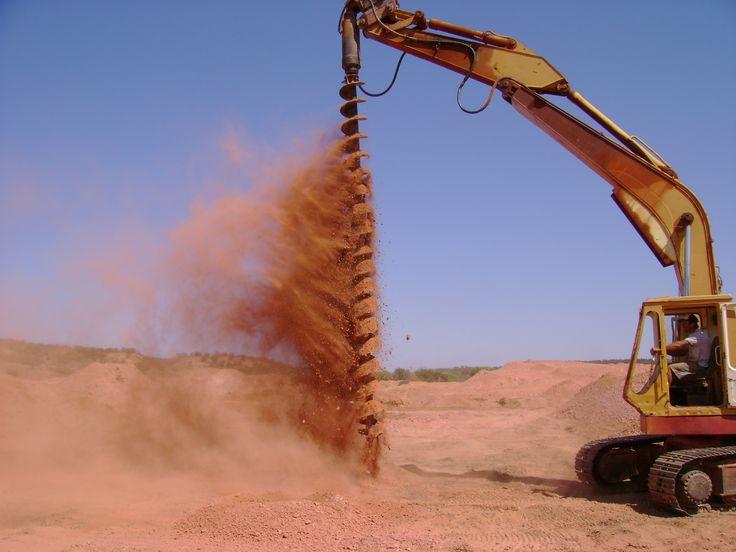 Opal Mining boulder opal central qld Australia, Winton Region. Drilling for trace.