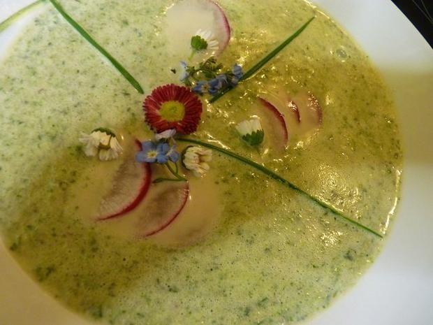 Rezept: Radieschen-ZitronenMelisse-Suppe mit  Gänseblümchen u. Vergißmeinnicht
