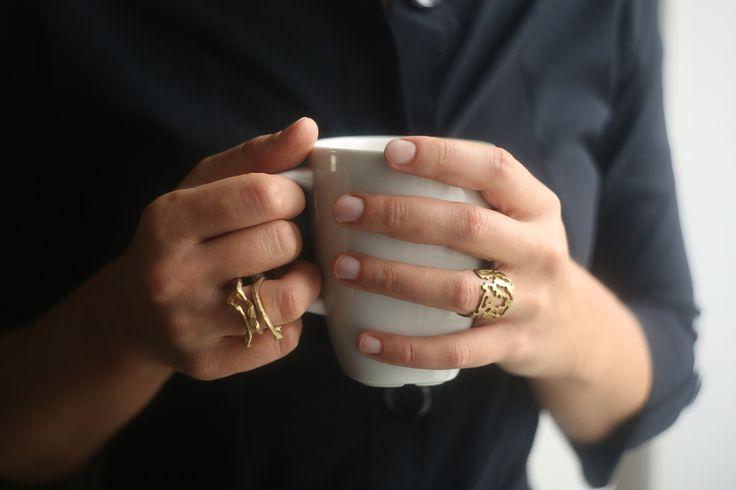 На Анне Романовой: кольцо «Ламинария», серебро, золочение; кольцо «Кора», серебро, золочение. #celebrityfashion #алхимиятворчества #украшения #ring #украшениекакискусство #серебро #мода #стиль #alchemia #art #silver #искусство #jewellery #gold #beauty #fashion #jewel #beautiful #российскийдизайн #contemporaryjewellery #jewellerydesign #contemporarydesign #contemporaryjewelry #russiandesigner #русскиедизайнеры #дизайнерскиеукрашения