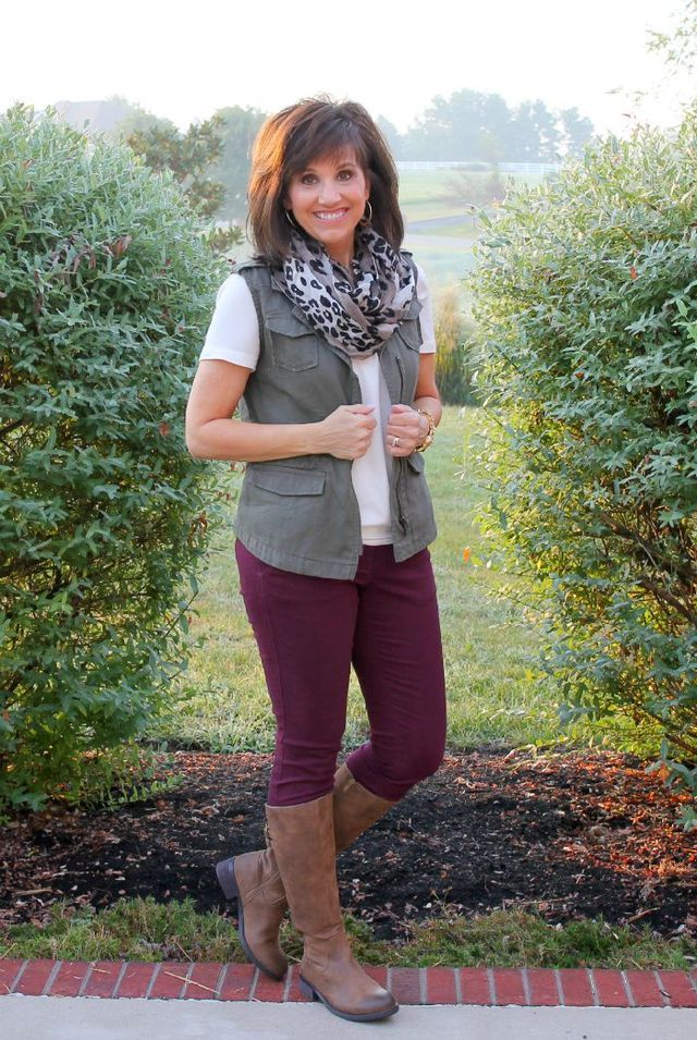 Welcome to Day 10 of my 26 Days of Fall Fashion. Today I'm mixing two on trend fall colors, burgundy and olive. While I was traveling this week, I put together this outfit. It's my olive vest with bur