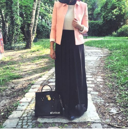 skirt with blazer hijab outfit- Maxi jupes chic hijab http://www.justtrendygirls.com/maxi-jupes-chic-hijab/