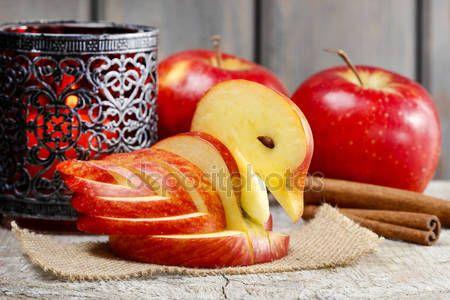 Baixar - Cisne de maçã. decoração feita de fruta fresca — Imagem de Stock #40115777