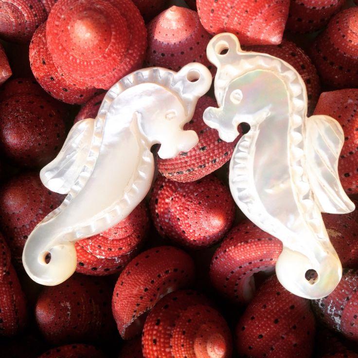 Cavallucci marini di madreperla fatti con passione