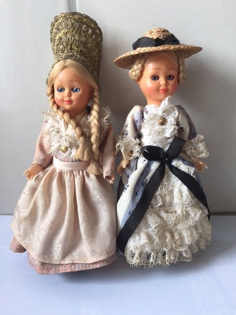 Vintage traditional folk costume collectable dolls  Set of 2