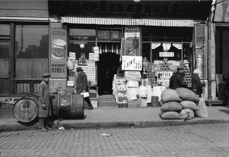 Grocery store, April 1932