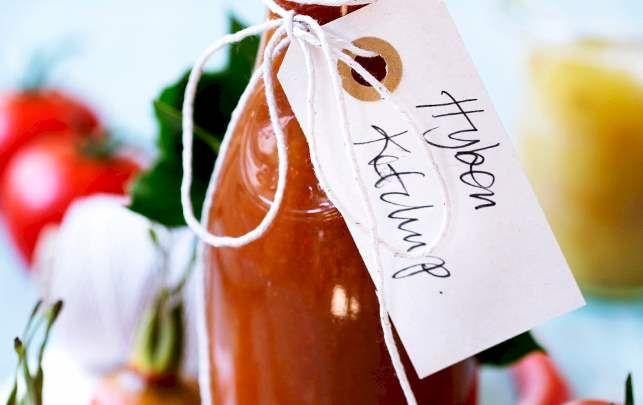 Opskrift på hyben-ketchup med tomat, chili og æble