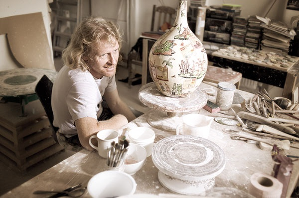 Grayson Perry in his pottery studio (Turner prize winner 2003)www.missemai.blogspot.com