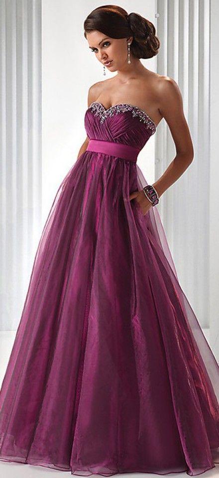 Me encanta el color violeta y este vestido sería precioso en una novia - 40 Stunning Colorful