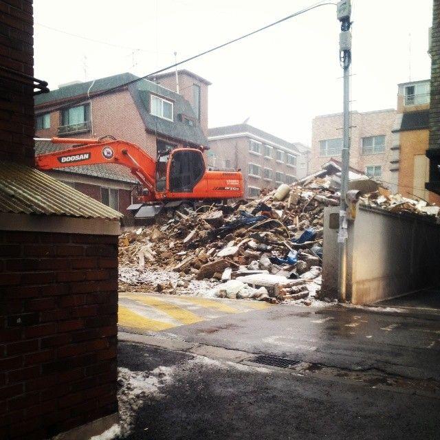 ondominji / 집앞집무너짐 / #골목 #공사 #철거 / 2014 01 20 /