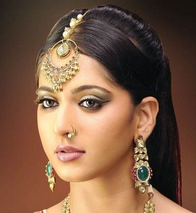 Mang tika designs for Indian brides 7