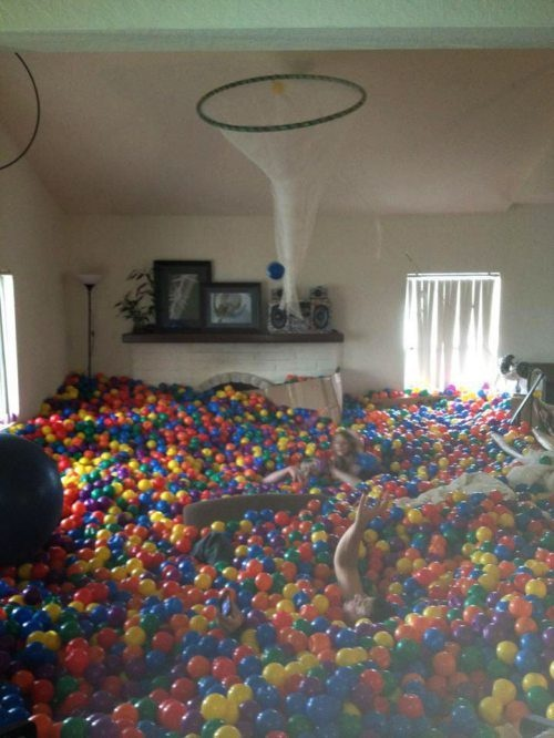THIS WOULD BE FREAKIN AWESOME! Ball pit in your living room?!