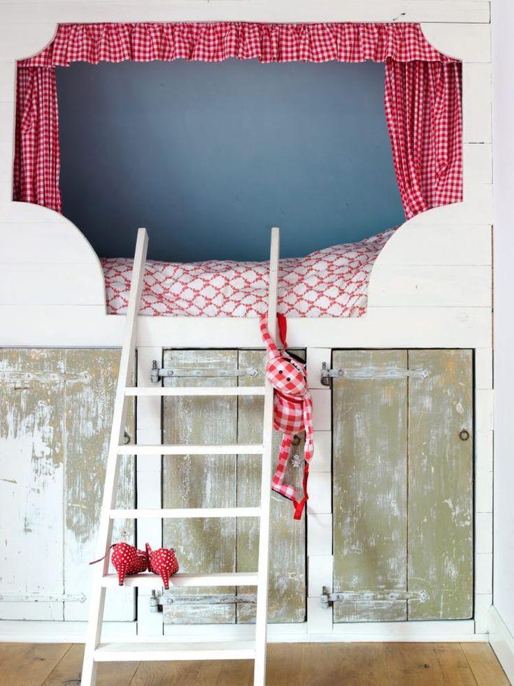 Leuk idee kastjes onder bed of schuine wand