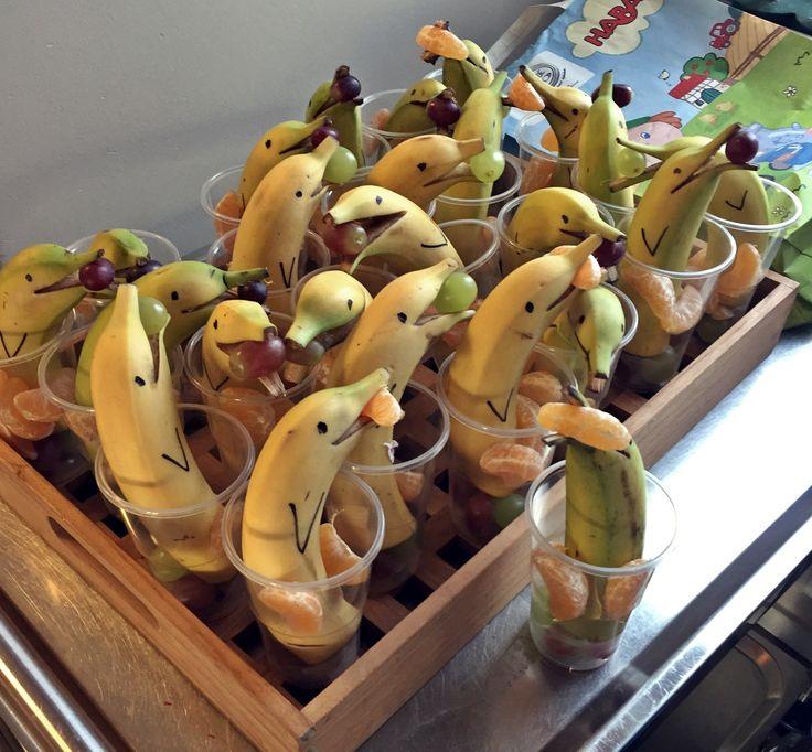 delfine aus bananen obsttiere gesund obst kreativesausessen essenf rkinder kinderrezepte. Black Bedroom Furniture Sets. Home Design Ideas