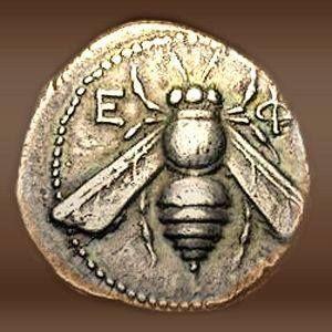 """4 C. M.Ö. Bu gümüş sikke üzerinde arı ile Yunan harfleri Ε ϕ (Fi) Efes Antik Yunan şehir (Türkiye) gösterir - yüz onun diğer amblemi show-geyik.   Bal arısı ve geyik Tanrıça Artemis sembolleridir. Rahibeler Artemis Yunanca """"dünyaya"""" anlamına - çoğu için """"Bal arısı."""" Bu nedenle, Ephesus Artemis şehir oldu. Artemis Tapınağı başlangıçta ana tanrıça Kibele ca. için m.ö. 2000 yılına kadar inşa edilmiştir"""