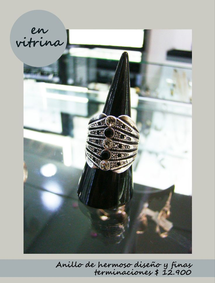 En vitrina anillo con atractivos detalles. www.blucompany.cl