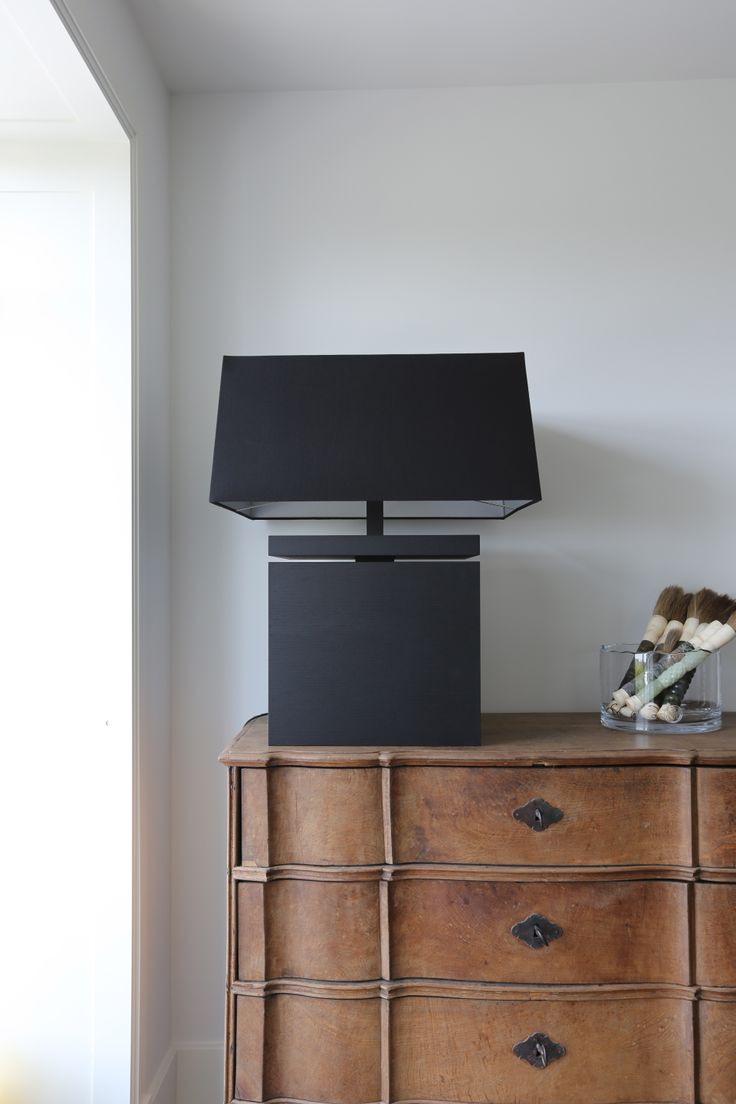 Make a statement with a big lamp on a commode #layerbyadje