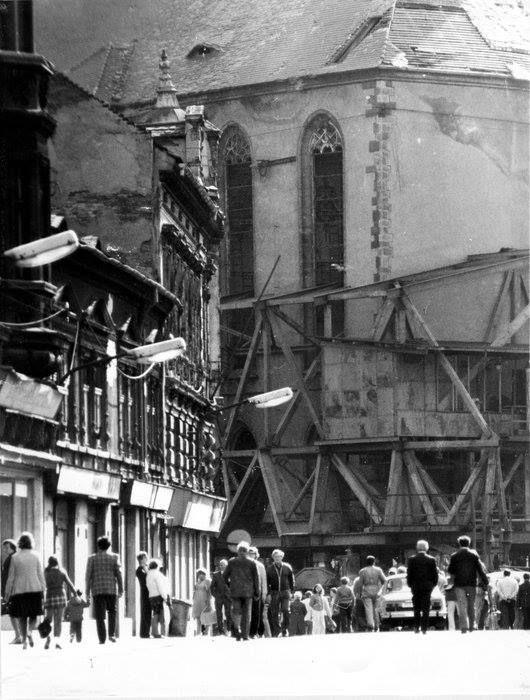 Už se rozjel...stěhování kostela Nanebevzetí Panny Marie v Mostě. Říjen 1975