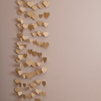 Heart-shaped garland in vintage style by Made In Heaven. Made of pages of old books, 100 cm long. Perfect for a vintage wedding, it can be the background of the photobooth, for example! :)