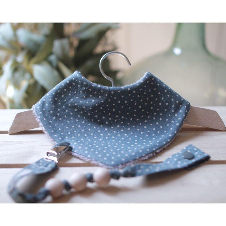 Conjuntito precioso para bebé ideal para el día a día:  • babero bandana, 100% algodón • chupetero mordedor con bolita de madera
