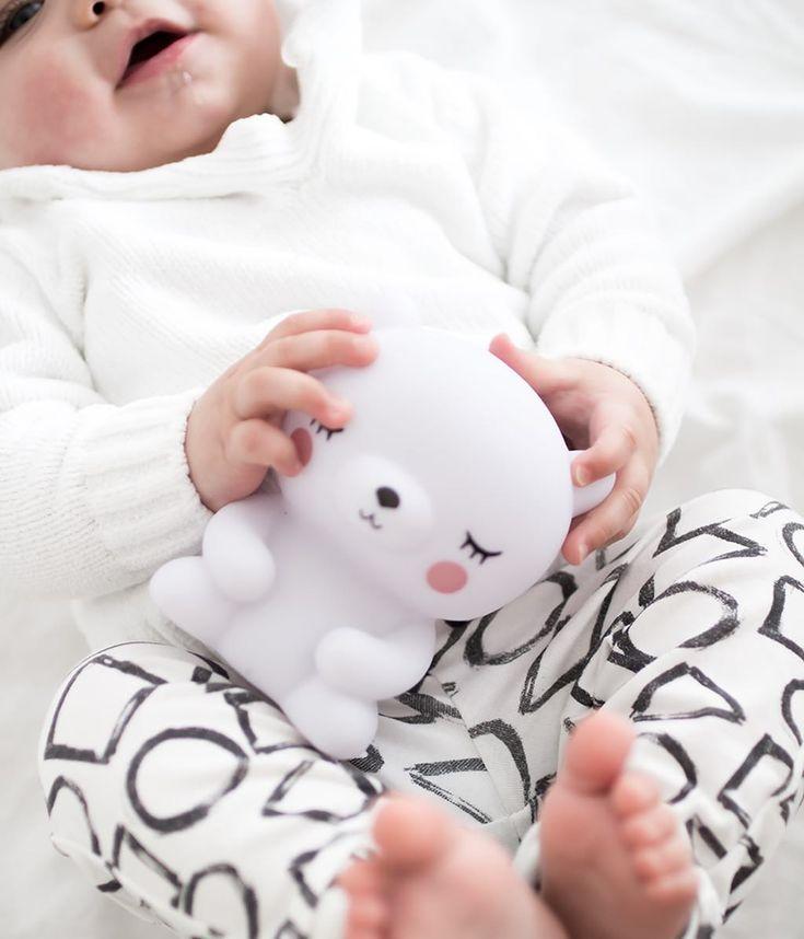 Kamarád pro klidné usínání 🐻 #nocnilampicka #polarbear #petitmonkey