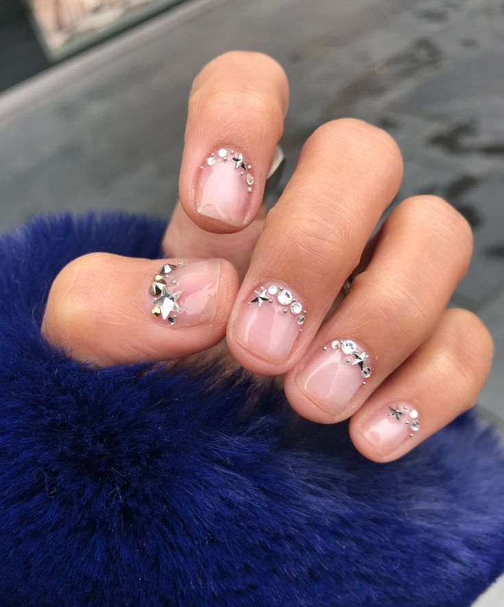 Kurze Nail Art Designs von Lili Reinhart's Go-To Manicurist – Make-Up