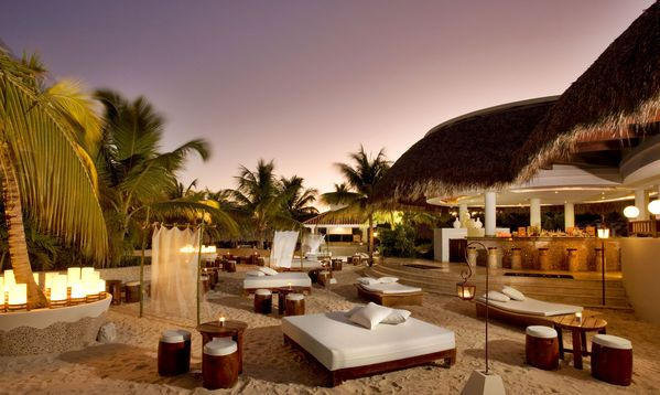 Schnell noch einen Loungeplatz sichern? Keine Eile! Hier stehen Euch gleich 14 Bars zur Verfügung, um Eure Urlaubsabende so ausklingen zu lassen.  http://www.lastminute.de/reisen/8101-18295-hotel-melia-caribe-tropical-playa-bavaro-punta-cana/?lmextid=a1618_180_e30
