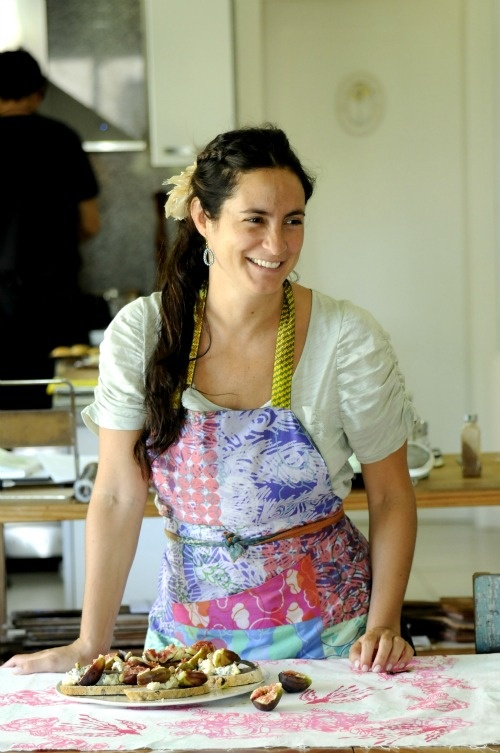 juliana lopez may......likes like Jen in the kitchen :) love my aprons plus the flower in the hair :) xoxo