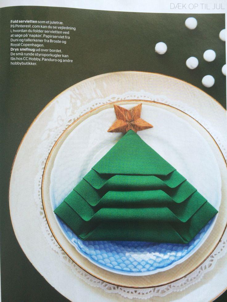 Serviet foldet som juletræ