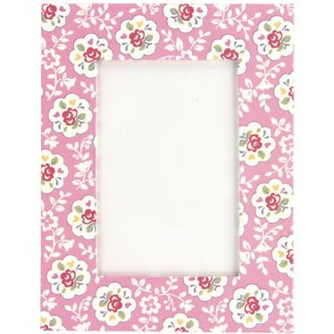 Add a sense of nostalgia to your favourite pics with our lovely Kempton Rose photo frame. The pretty print is also repeated on the back making your frame look lovely from every angle!