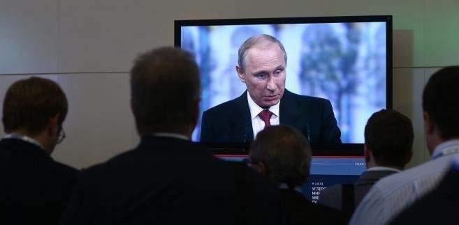 Kredyty i inwestycje w zamian za wpływy polityczne za granicą. Według zachodnich ośrodków analitycznych, Kreml kupuje przychylność rządów lub partii bądź inwestuje w polityków, którzy skłonni będą