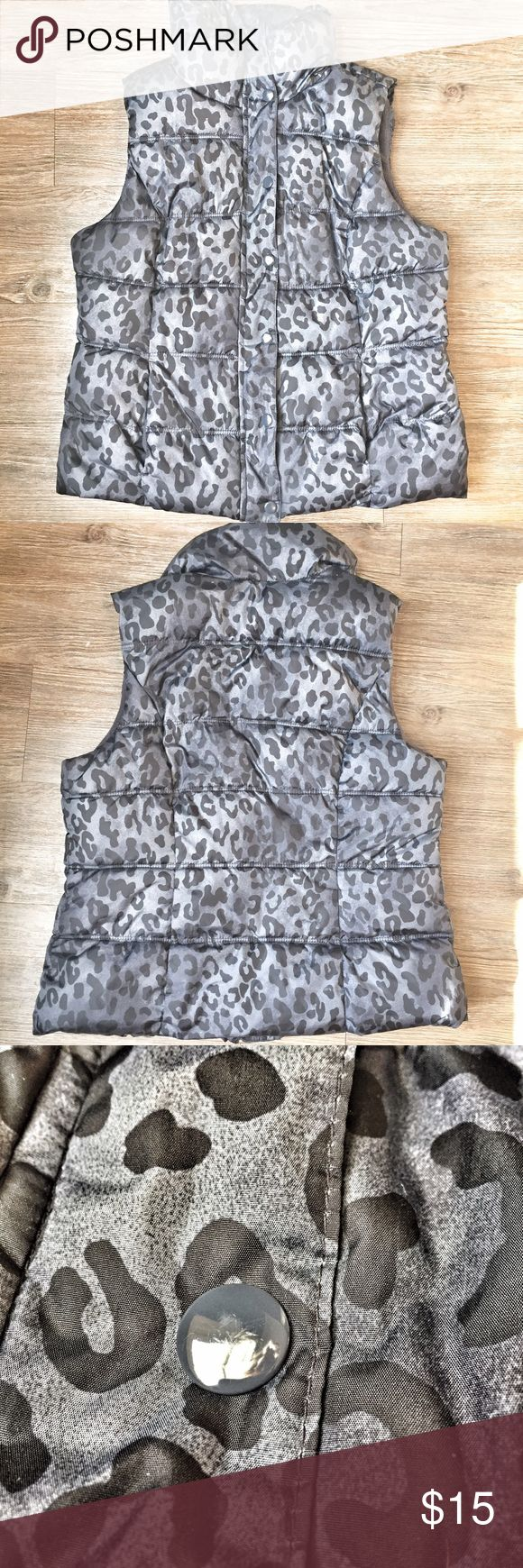 Old Navy fleece lined Puffy Vest Animal Print M Old Navy black cheetah print fleece lined puffy vest. Size Med. No rips tears or stains. Some very minor scratching on buttons noted in pic. Zipper and button closure. BUNDLE AND SAVE! ❤ Old Navy Jackets & Coats Vests