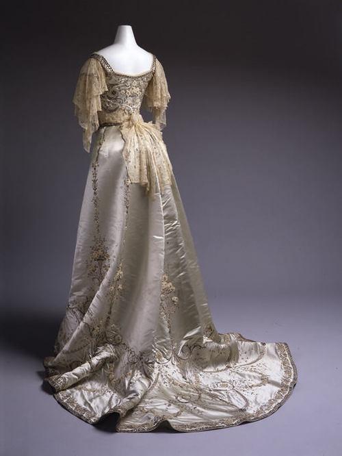 F Worth Evening Dress 1900 reverse