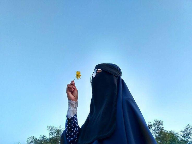 Dunia itu sementara, akhirat selamanya. . #Lensa #Muslimah Dari Sudut Yang Indah .  Like,  Share and Tag 5 Sahabat Muslimahmu .  Follow 💝 @LensaMuslimahID 👒📷 Follow 💝 @LensaMuslimahID 👒📷 Follow 💝 @LensaMuslimahID 👒📷 . Join With Us @MuslimahIndonesiaID ✅ .  Karena Muslimah #Sholehah Itu Istimewa by @alfinfebrika  #duniajilbab #wanitasaleha #beraniberhijrah #tausiyahcinta #sahabattaat #sahabatmuslimah #Hijab #Jilbab #Khimar #KaumHawa #MuslimahTraveller #NiqobSquad