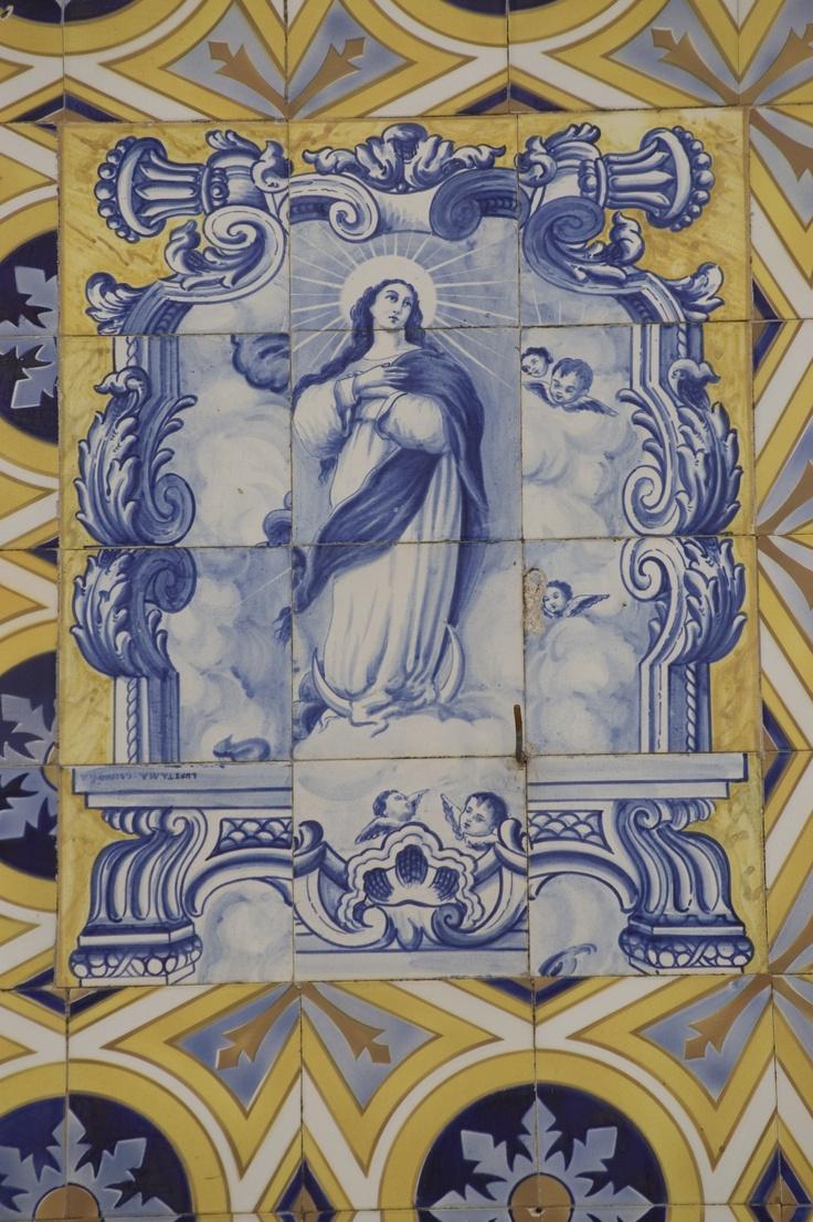 Azulejos na Igreja de Santa Leocádia de Briteiros