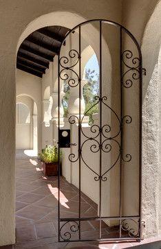 Me encanta la puerta de hierro.  Spanish House Remodel mediterranean exterior …