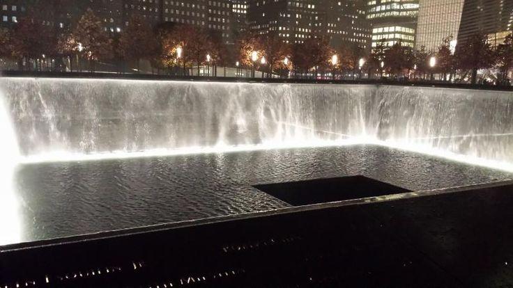"""Parce que le souvenir est le don de seconde vie, une visite au mémorial du 11 septembre s'impose pour ne pas oublier et se remémorer les événements passés. """"The memorial of absence"""" à Groung Zero - Carnet de voyage """"Passer Thanksgiving & Black Friday à New York"""""""