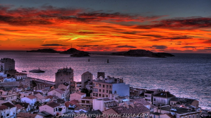 Orange sky of Marseille