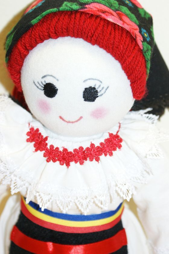 Papusa Sabina imbracata in costum popular
