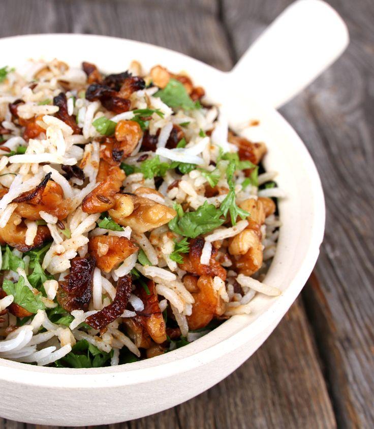 - Basmati-panne - langkornet basmatiris med sprøstekt sjalottløk og valnøtter,- long Basmati-Rice with crispy Schalotts,Walnuts,Cumin and Herbs,-  served as main/side dish