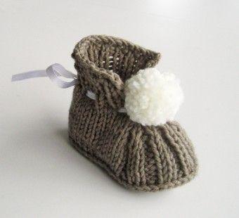 chaussons de bébé tricoté à la main avec pompon *Taille:0-3mois (longueur de la semelle 8.5-9cm)et 3-6mois (longueur de la semelle 9-9.5cm)*  *chaussons fabriqués à la dem - 1074133